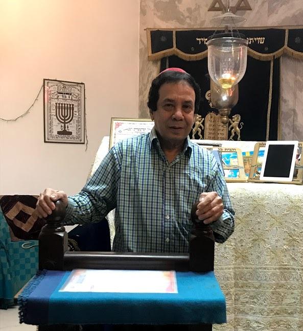 Rabbi Ezekiel Isaac Malekar at the Judah Hyam Synagogue in Delhi